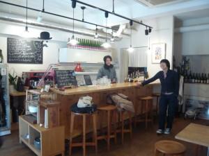 Science Girls' Talkの会場、cafe cowraにて。よしこさんととうるくん。